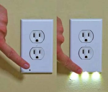 SnapPower Guidelight: Outlet Night-light That Turns On When It's Dark